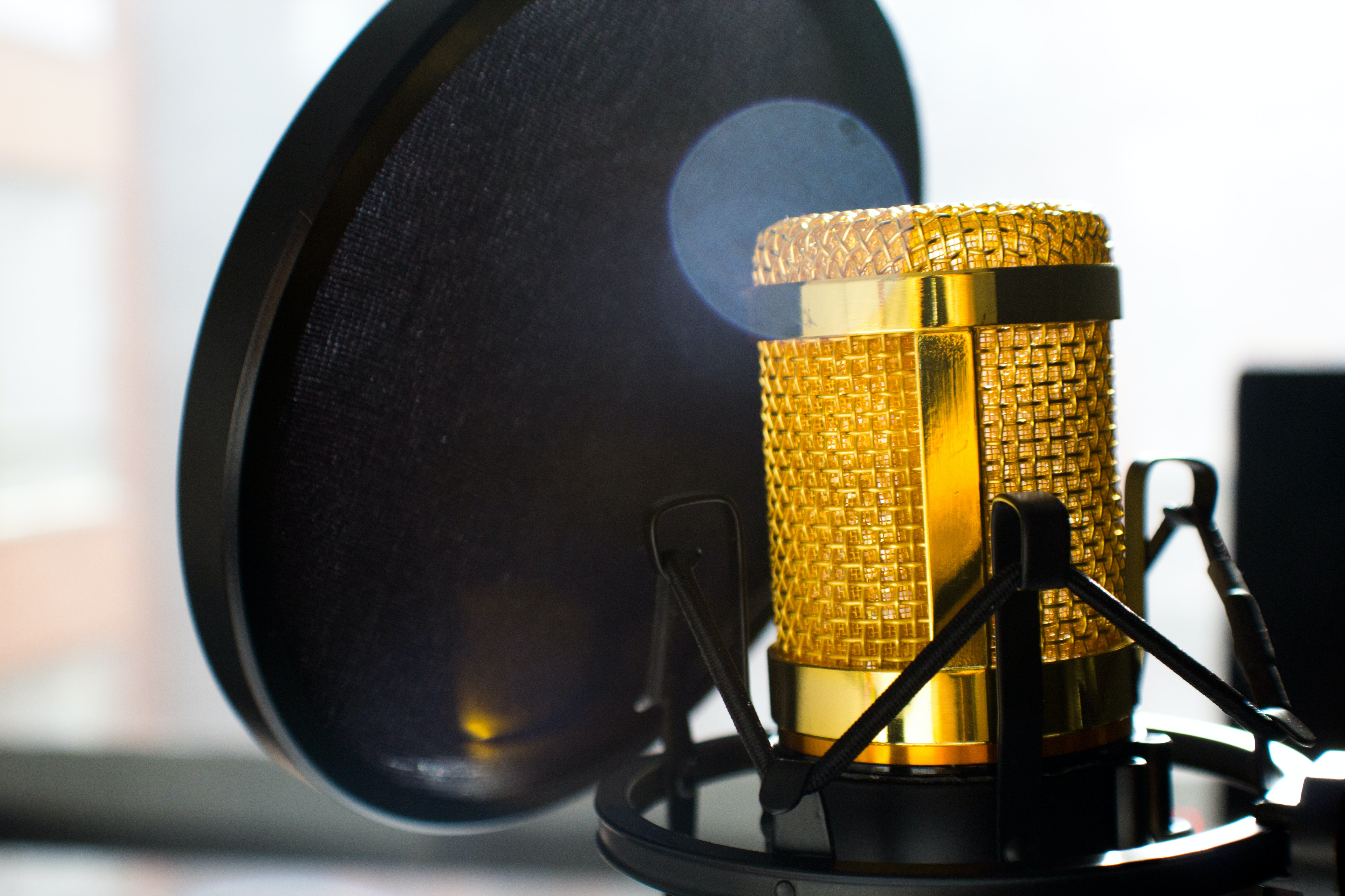 Close up photo of gold colored mic